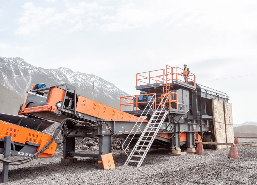 portable sand and gravel screening plant with custom conveyor